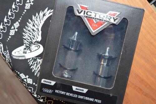 VICTORY® BEVELED SHIFT / BRAKE PEGS - BLACK BY ARLEN NESS® 2880317-468